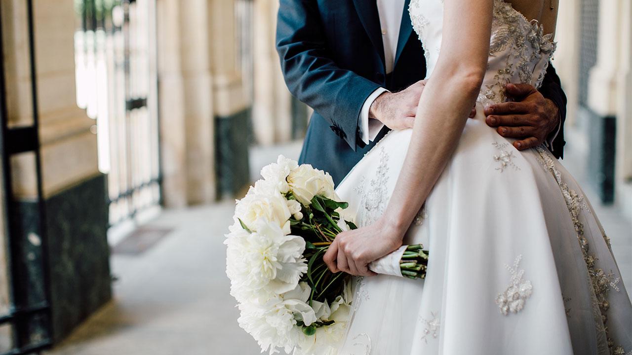 چگونه لباس عروس مناسب خود را انتخاب کنیم؟