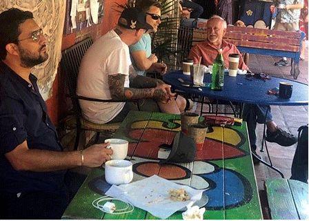 کافه گردی حامد بهداد در خیابانهای لسآنجلس+ عکس