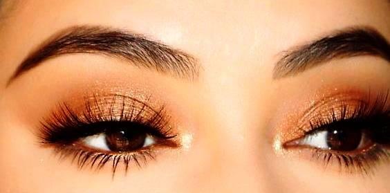چشم قهوه رنگ