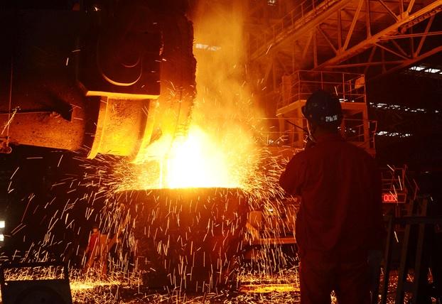 نمایی از کارخانه ذوب آهن