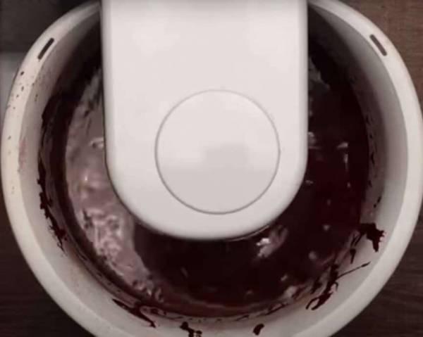 طرز تهیه کیک تولد خانگی شکلاتی خیس •مجله اینترنتی فارسی ها