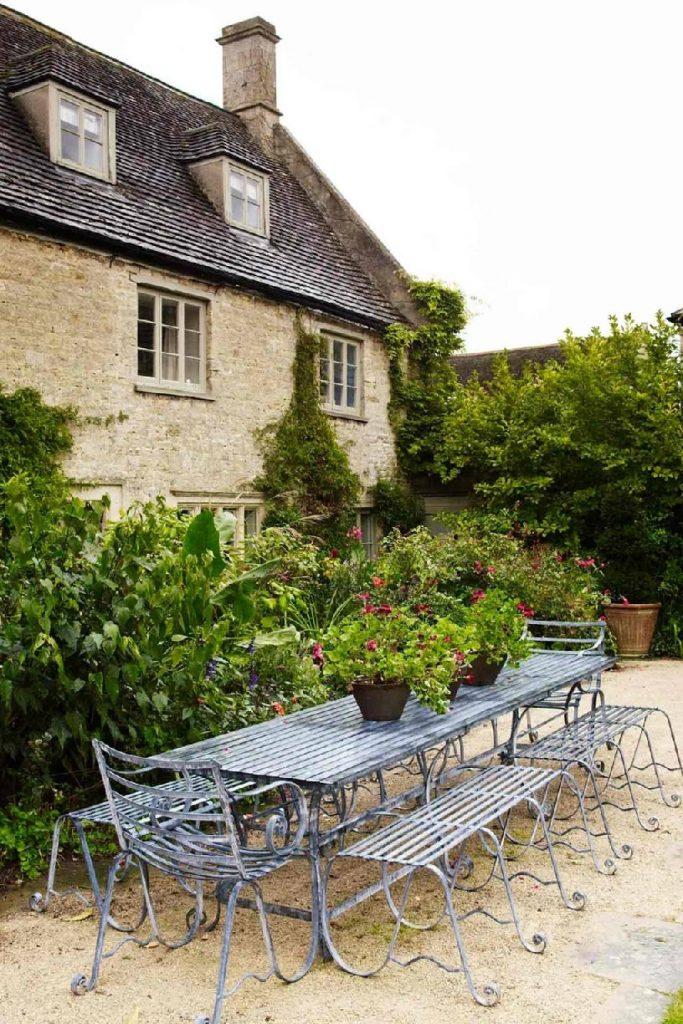 میزهایی مناسب فضای باز و حیاط