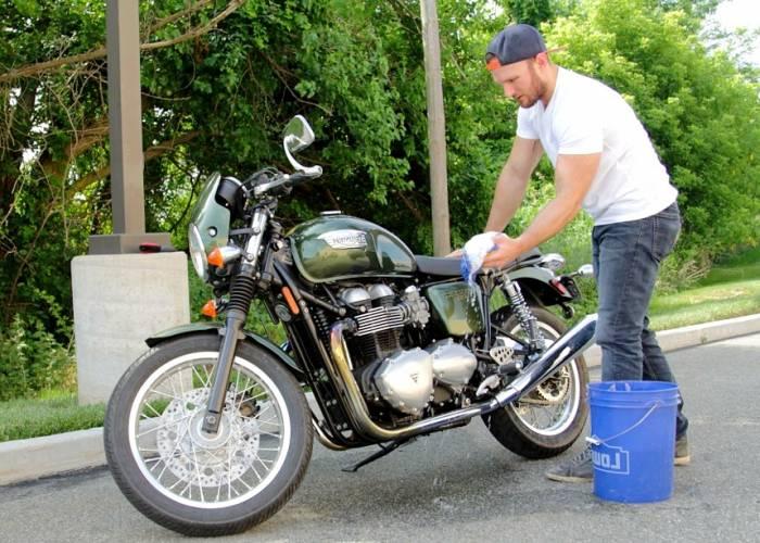 شستشوی موتور سیکلت