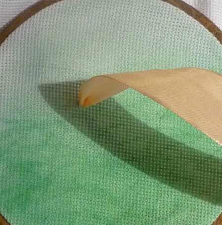 آموزش ساخت گل لاله با روبان (3)