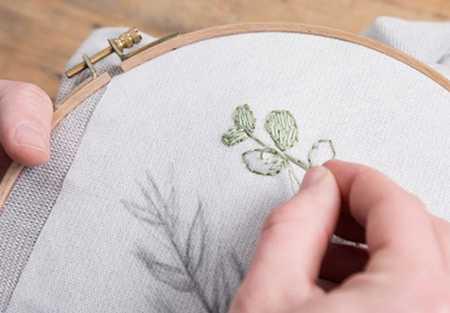 آموزش گلدوزی لباس بافتنی با نخ دمسه (8)