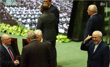 عکس سلام نظامی ظریف در مراسم تحلیف