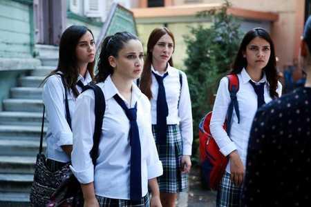 عکس های بازیگران سریال ترکی غنچه های زخمی (17)