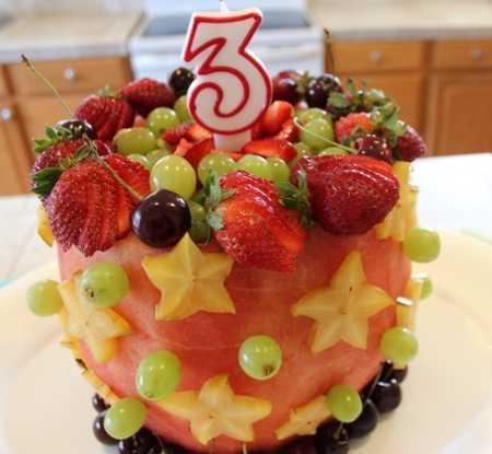 عکس های تزیین کیک با میوه (15)