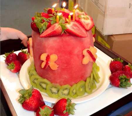 عکس های تزیین کیک با میوه (16)