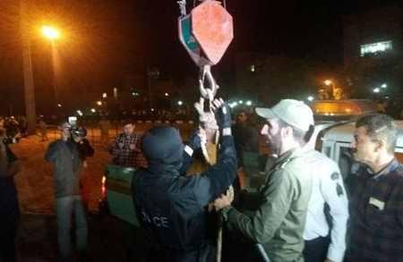 اعدام قاتل آتنا اصلانی در ملا عام (2)