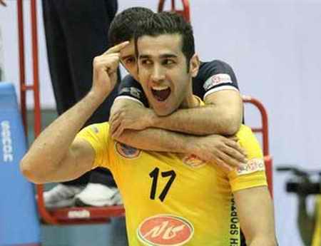 بیوگرافی رضا قرا والیبالیست ایران و همسرش (5)
