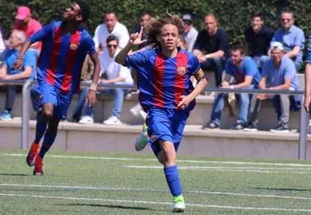 بیوگرافی و عکس های ژاوی سیمونز بازیکن بارسلونا (2)