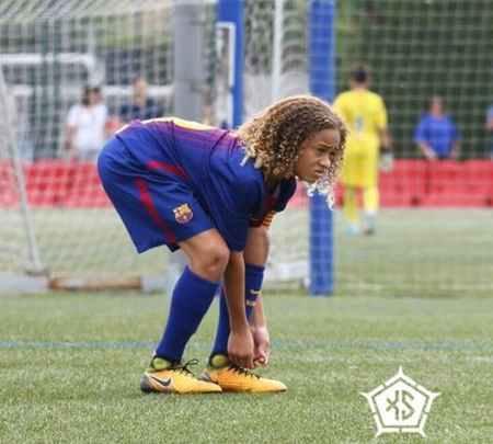 بیوگرافی و عکس های ژاوی سیمونز بازیکن بارسلونا (7)