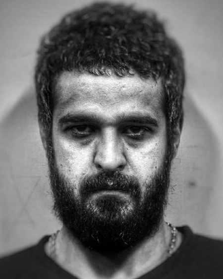 عکس های سهراب در سریال سایه بان با بازی مجتبی پیرزاده (11)