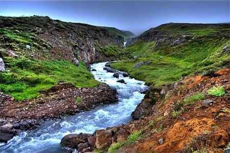 انشا گذر از رودخانه در دشتی زیبا و دیدنی (1)