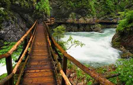 انشا گذر از رودخانه در دشتی زیبا و دیدنی (2)