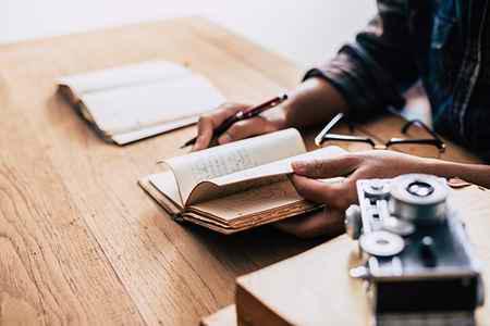چرا نوشتن درباره موضوع کلی دشوار است