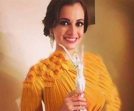دیا میرزا بازیگر سلام بمبئی در مراسم دختر شایسته هند (1)