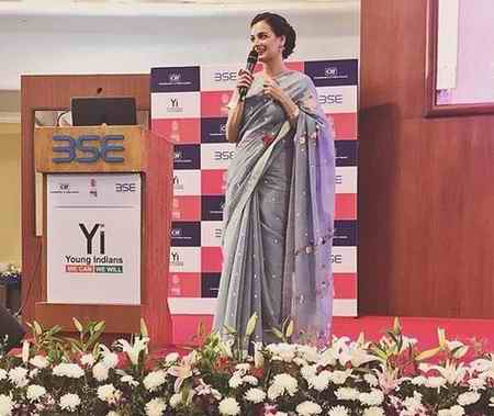 دیا میرزا بازیگر سلام بمبئی در مراسم دختر شایسته هند (2)