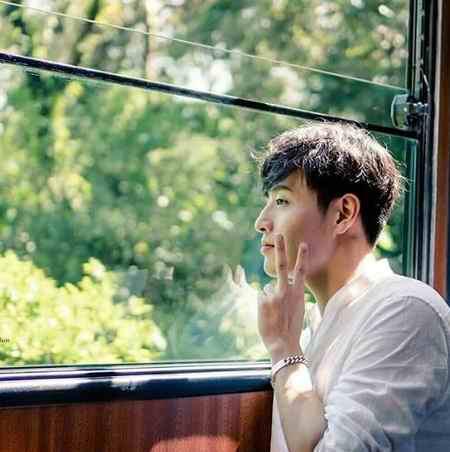 بیوگرافی بازیگر نقش وانگ ووک در سریال عاشقان ماه (8)