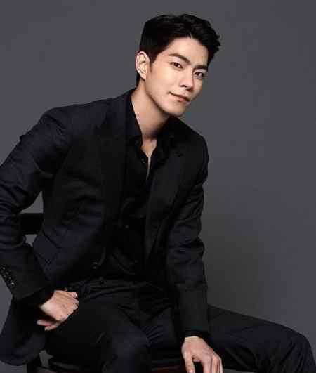 بیوگرافی بازیگر نقش وانگ یو شاهزاده سوم در عاشقان ماه (4)