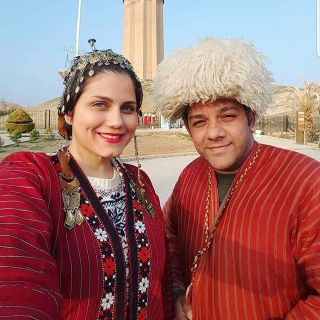 عکس آیدا پورنست و همسرش با لباس محلی