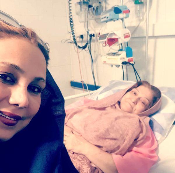 عکس زیبای بهنوش بختیاری و مادرش در بیمارستان