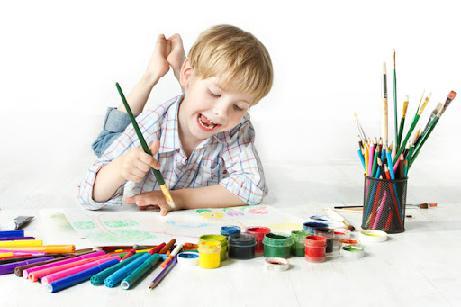 نقاشی کودکانه از کیک تولد
