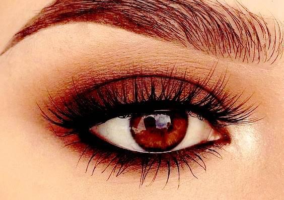 چشمان قهوه ای رنگ