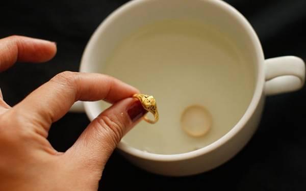 مایع ظرفشویی برای جواهر
