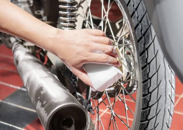 روش شستن موتورسیکلت