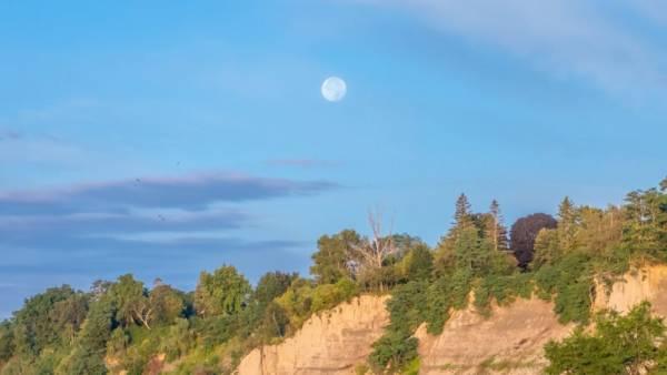 دیدن ماه در روز