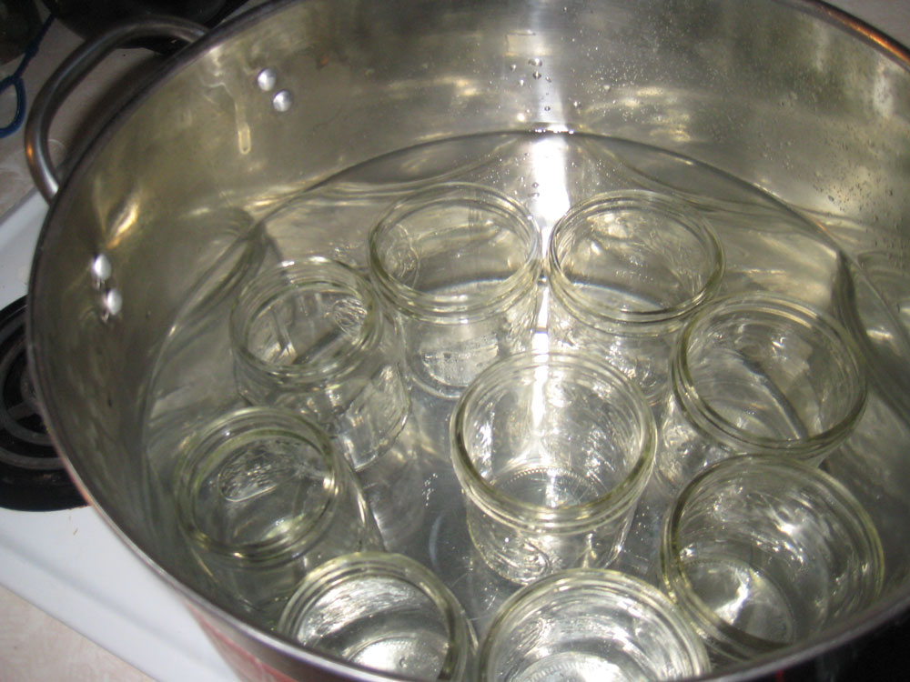 The trick to sterilizing cans at home