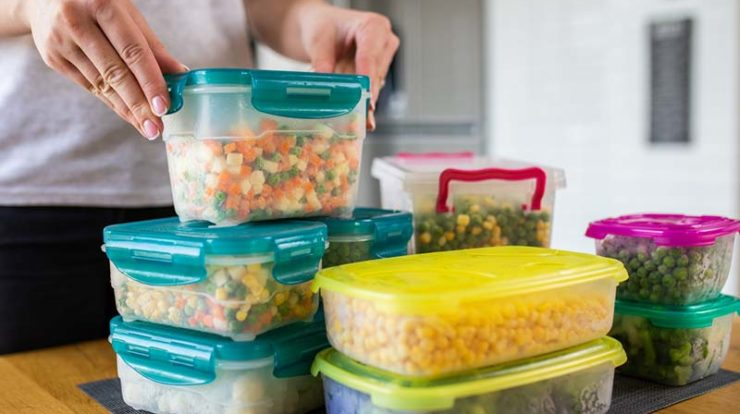 What is the correct way to freeze food?