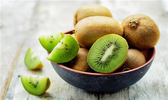 در کنار مسواک شب ها پیش از خواب این میوه را بخورید!