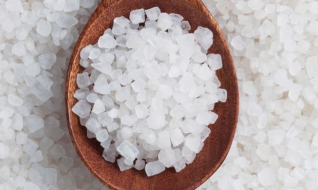 5 properties of sea salt for skin health and beauty