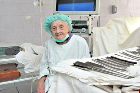 The world's oldest surgeon on the verge of 90 years