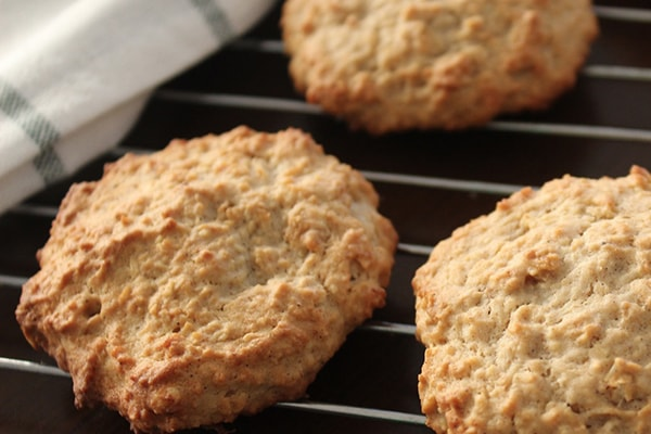 How to prepare and bake barley biscuits