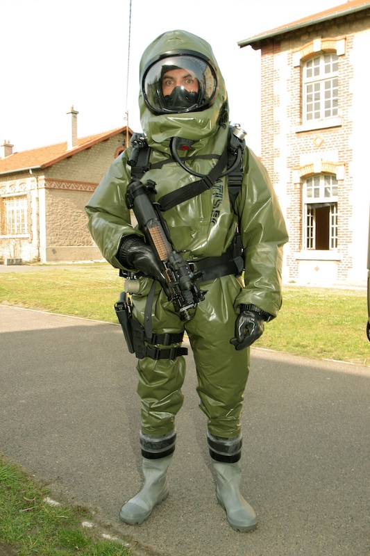 Clothing that saves soldiers from biological attacks